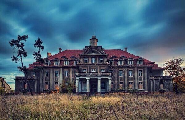 Palacio abandonado en Polonia
