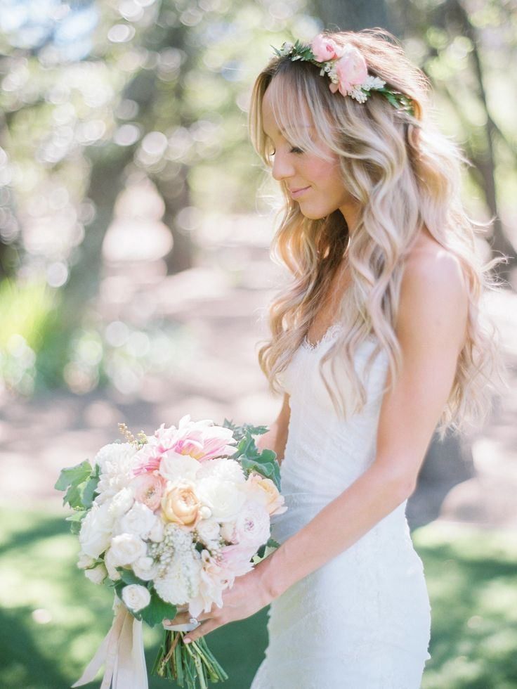 Photography : Braedon Photography   Florist : Moon Canyon Design   Wedding Dress : Monique Lhuillier Read More on SMP: http://www.stylemepretty.com/2015/07/27/rustic-bohemian-romance-at-saddlerock-ranch-winery/