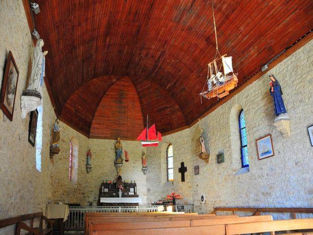 Chapelle sur l'île aux Moines dans le Golfe du Morbihan, Bretagne-Brittany