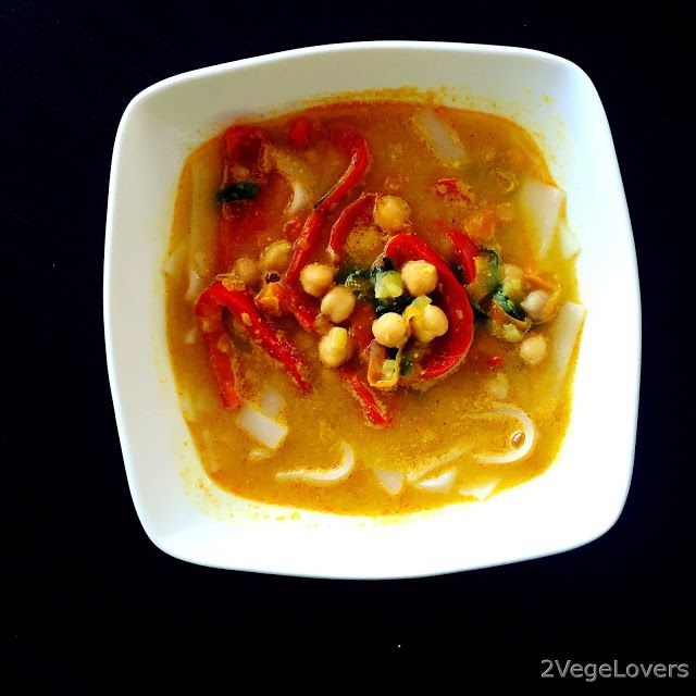 2 VegeLovers: THAI SOUP WITH CHICKPEA