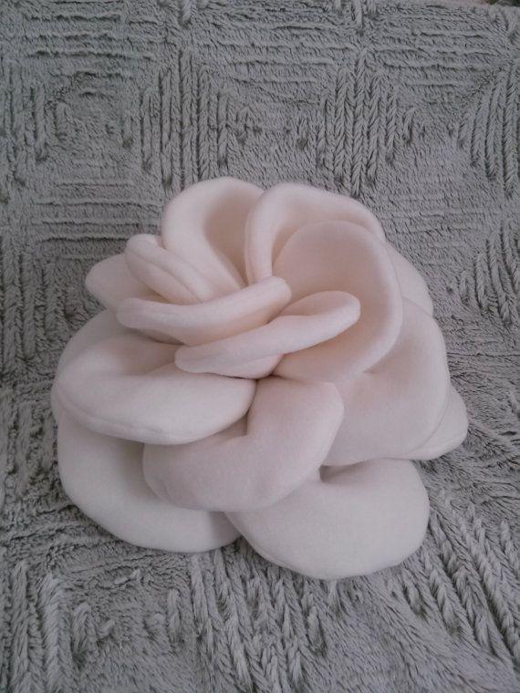 Cuscino fiore di Rossyland su Etsy, €25.00