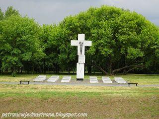 patrząc w jedną stronę: Pomnik Rzezi Wołyńskiej