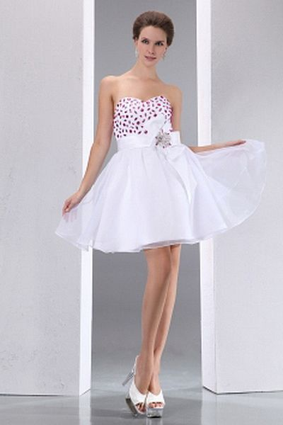 Ball Gown Organza Elegant Graduation Gown wr0971 - http://www.weddingrobe.co.uk/ball-gown-organza-elegant-graduation-gown-wr0971.html - NECKLINE: Sweetheart. FABRIC: Organza. SLEEVE: Sleeveless. COLOR: White. SILHOUETTE: Ball Gown. - 127.59