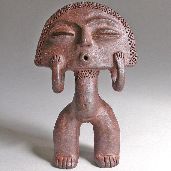 """Taino, diosa de la luna, 7.5"""" x 4,5"""". Era costumbre que los novios reciban esta pequeña diosa como símbolo de buena suerte para la fertilidad. la diosa vive en una cueva, sale de noche y al llegar el amanecer, ella corre de nuevo a su cueva para esconderse durante el día. Los Taínos fueron los habitantes precolombinos de las Bahamas, Antillas Mayores, Española (hoy Haití y República Dominicana) y el norte de las Antillas Menores. Se cree que los Taínos son familiares de los Arawak de…"""
