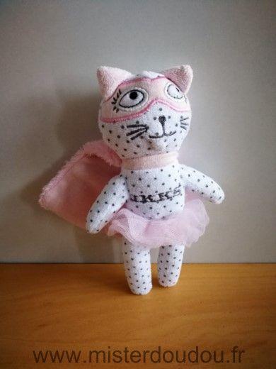 Doudou Chat Ikks Blanc cape masque rose
