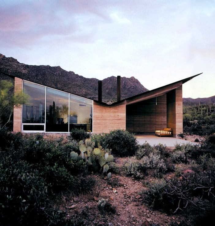 House in made out of rammed earth and winner of the 2004 Smithsonian Architecture Design Award.