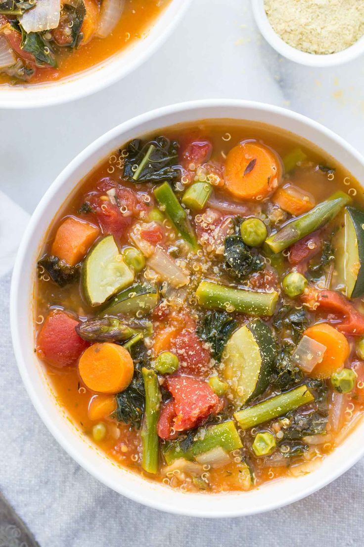 Spring Quinoa Minestrone with all sorts of amazing seasonal veggies! Hearty, simply and delicious!