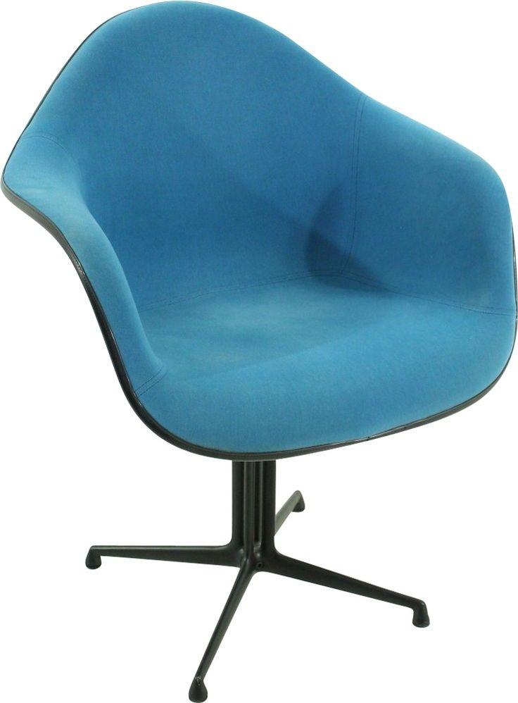 Les 25 meilleures id es de la cat gorie fauteuil bleu for Chaise eames bleu petrole