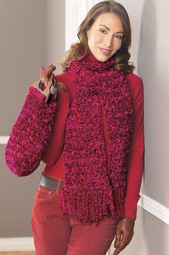 Follow this free crochet pattern to create this scarf ...