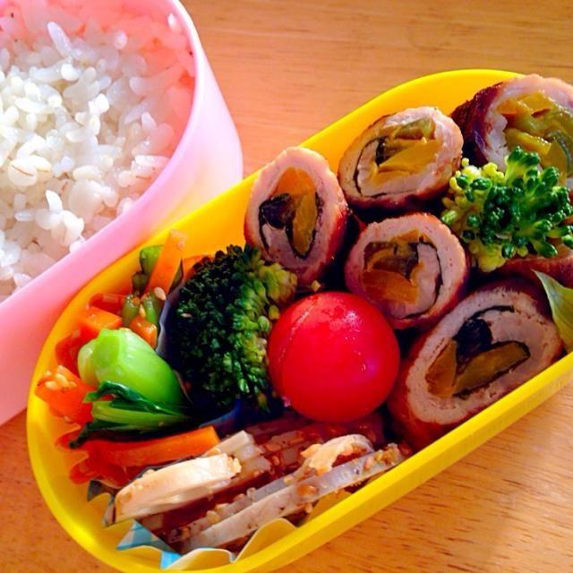 パプリカと小松菜を豚肉で巻きまき 切り口綺麗で満足〜*\(^o^)/*  麦ごはん 蓮根きんぴら おひたし 温野菜 - 24件のもぐもぐ - 幼稚園おべんと。野菜の肉巻きまき by かわち