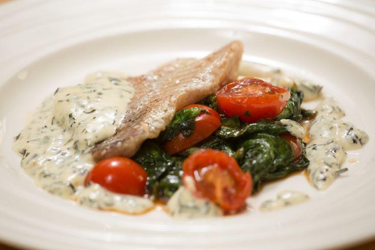 Филе окуня со шпинатом - пошаговый рецепт с фото: Блюдо идеально дополнит соус…