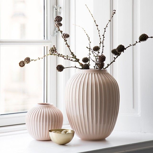 Use the vase on your dinner table or on the windowsill to create a modern look.