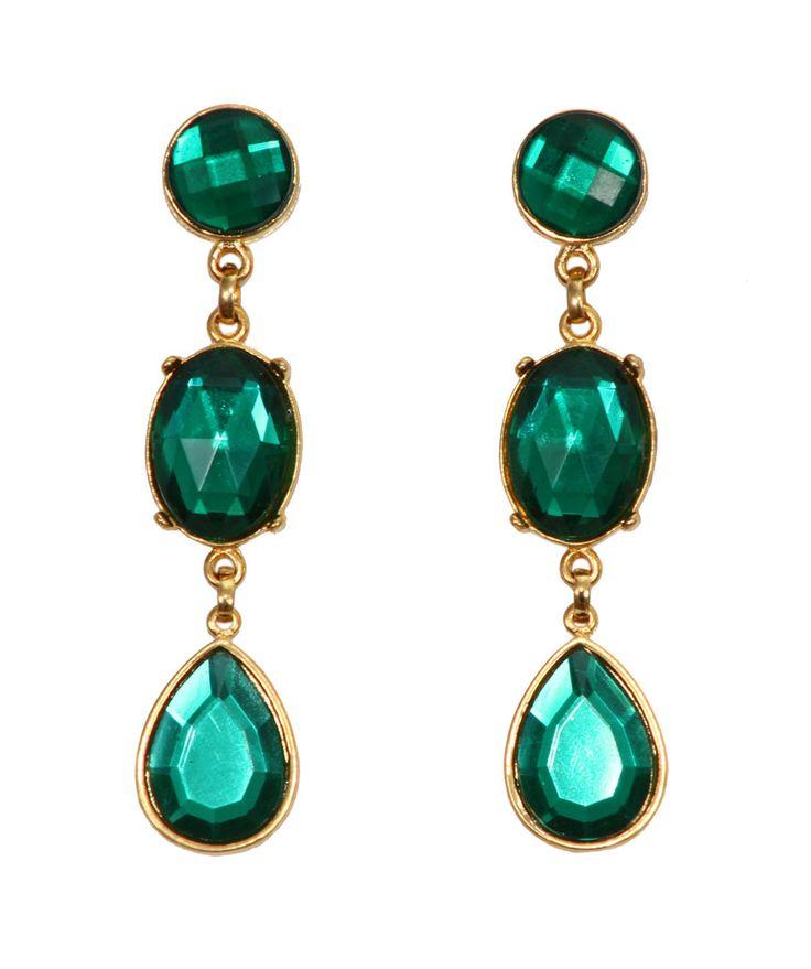 BRINCO VERDE ESMERALDA - Brinco no banho dourado com pedras de resina na cor verde esmeralda. Tamanho: 7 cm. Peso: 12 gramas.