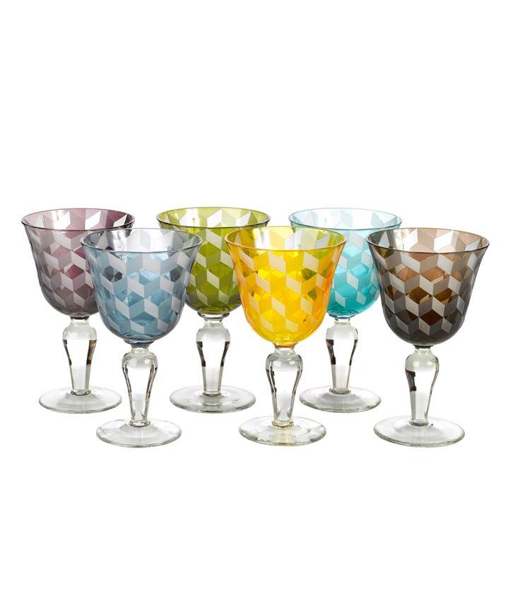 Juego de 6 copas de vino de cristal trabajado en estampado geométrico. Combínalo con los vasos y copas de Champagne para una mesa llena de color.
