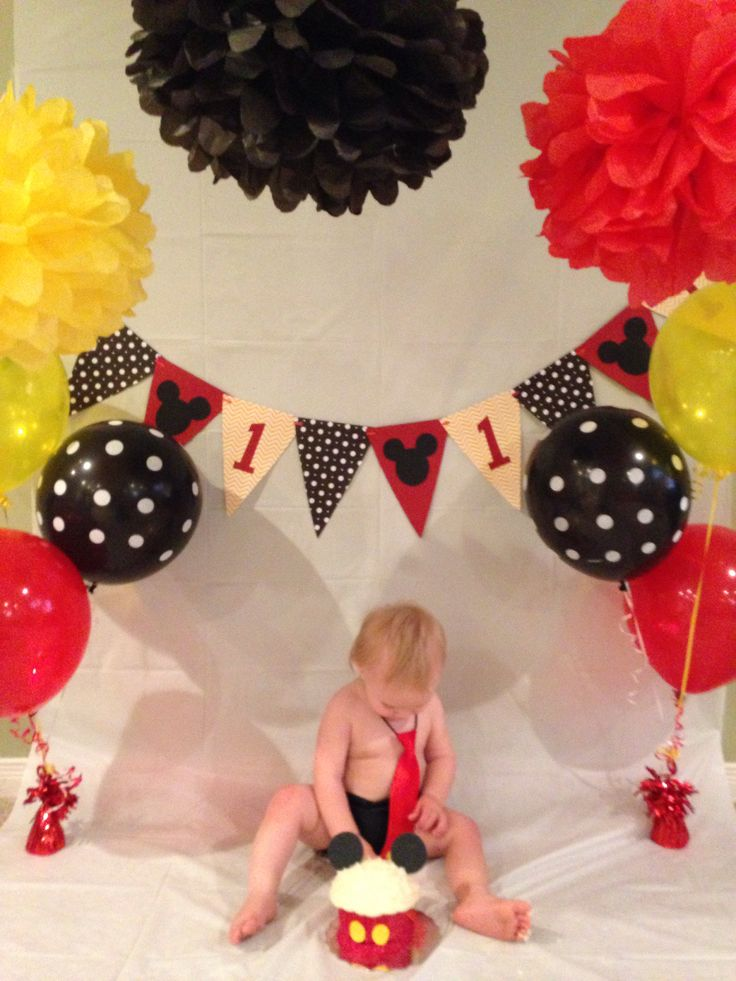 Homeade backdrop for Mickey Mouse party