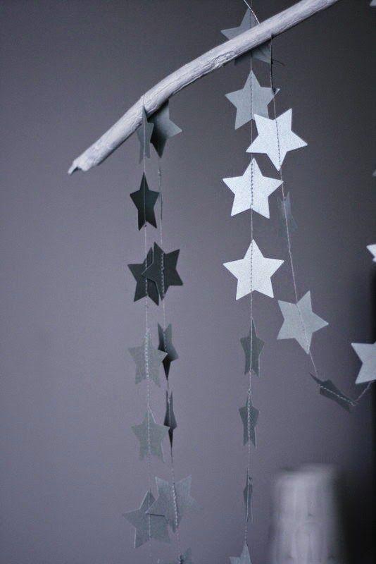 Dekoracje ze srebrnymii gwiazdami.  Silver stars