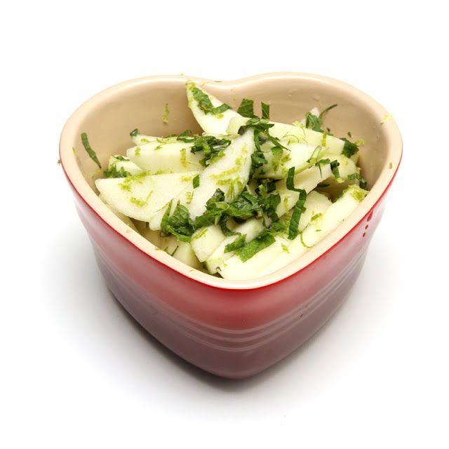 Eple og myntesalat, servér med cottage cheese, kesam eller your hurt for en sunn dessert