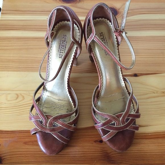 Seychelles heels Cute Seychelles heels! Real leather and gold lining Seychelles Shoes Heels