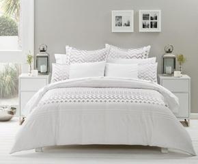 Love the bed spread!!! Classic white :)