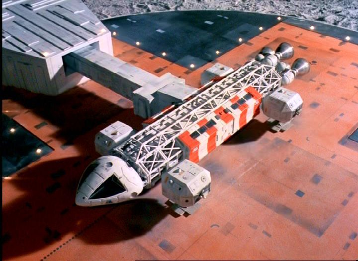 Navette Eagle et tube d'embarquement, Space 1999, Brian Johnson, 1973-1975