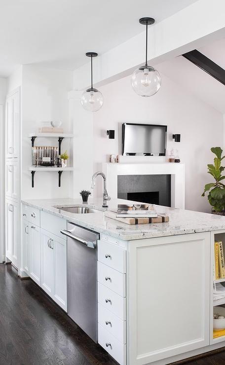 Aspen White Granite For A Timeless Kitchen Design
