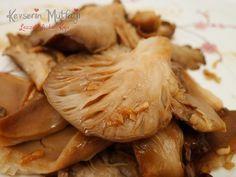 Soya Soslu İstiridye Mantarı Tarifi - Malzemeler : 200 gr istiridye mantarı, 2 yemek kaşığı soya sosu, 2 yemek kaşığı zeytinyağ, 2 diş sarımsak.