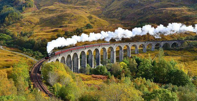 Lenyűgöző képsorok a világ egyik  legrejtélyesebb, legtitokzatosabb vidékéről, Skóciáról. Feltűnnek a kisfilmben a Belső-Hebridák legnagyobb szigetének -Skyenak – a legszebb részei, mint Quiraing vagy az Old man of Storr, a hírhedt Skót Felföld mesebeli tájai közül Buachaille Etive Mó, Sgurr a'Mhaim – Devil's Ridge, Ben Nevis, Rannoch Moor  és természetesen a főváros Edinburgh. A híres Glenfinnan-viadukt pedig tényleg csak pont az i-re.