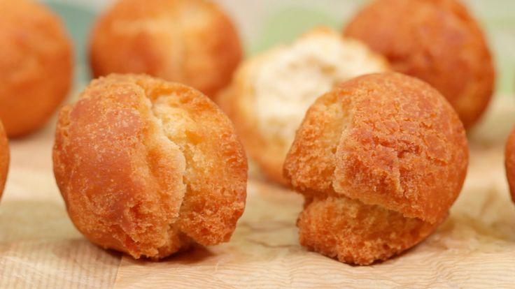 How to Make Sata Andagi サーターアンダギーの作り方 字幕表示可 材料(日本語)↓ (10 pieces) 110g Cake Flour or all purpose flour (3.9 oz) ½ tsp Baking Powder 1 Egg 60g Sugar (2.1 oz) ½...