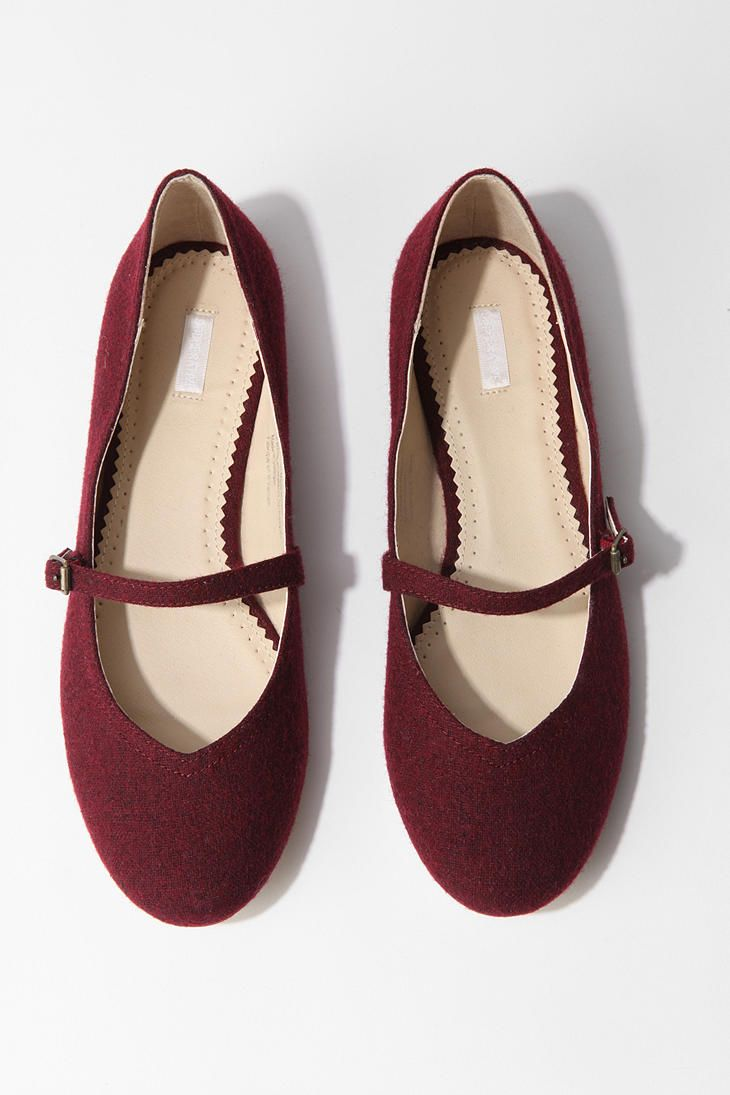 These are totes adorbs for an average, everyday shoe. I think these would look very cute with a knee-length navy polka dotted dress. DEF. on my Christmas list this year!