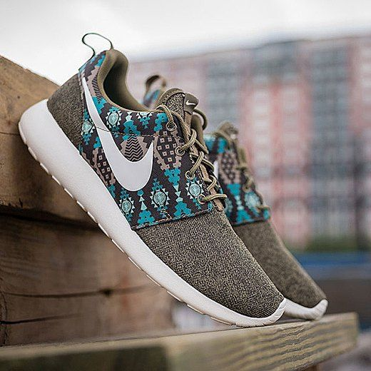"""@Nike returns with its popular Roshe One silhouette this time with a brown canvas upper that matches the teal tribal-inspired print. For more information on the """"Iguana"""" colorway head over to our site. Photo: @packershoes"""
