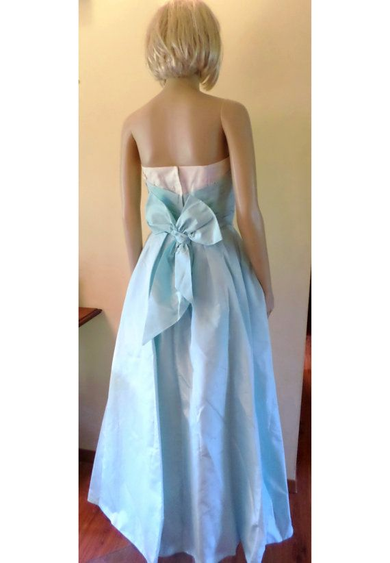 Vintage 60's Strapless Prom/Wedding Dress/Boned Bodice/Fitted Pintuck Waist White/Robin's Egg Blue/Daisy Applique Full Skirt W/ Crinoline XS