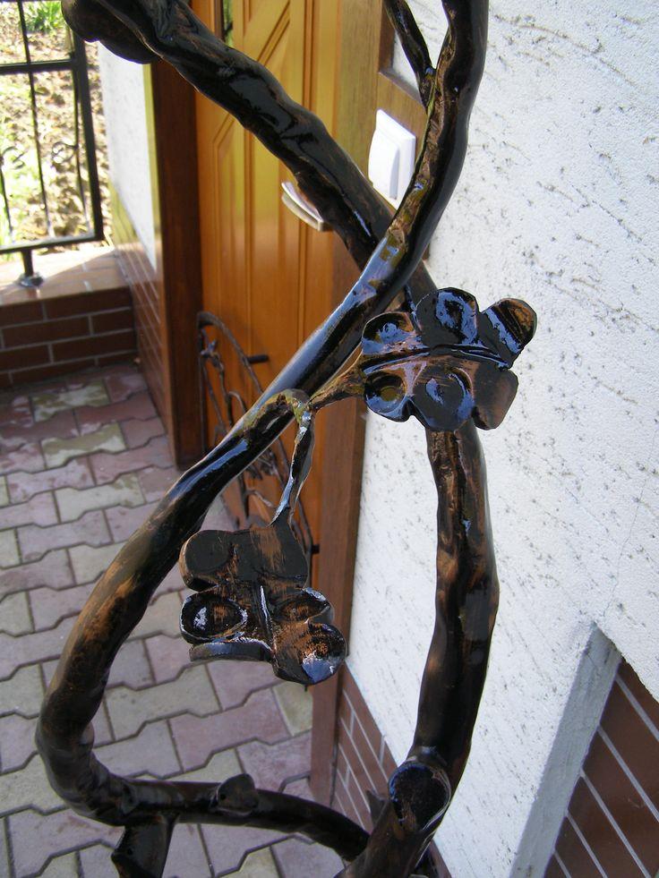 Hand forged oak leaf. See more my work: https://www.facebook.com/OGNIK-kowalstwo-artystyczne-Szalowa-1536036913329982/?ref=hl  Kuty liść dębu.