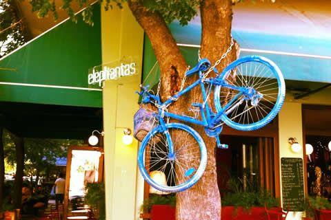 Elephantsbar is een leuk en knus barretje in Thessaloniki | CityZapper.nl