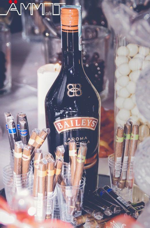 Per accontentare tutti, anche i più esigenti, Ammot Cafè, propone oltre alla classica confettata o sweet table, un corner caratterizzato da sigari cubani e