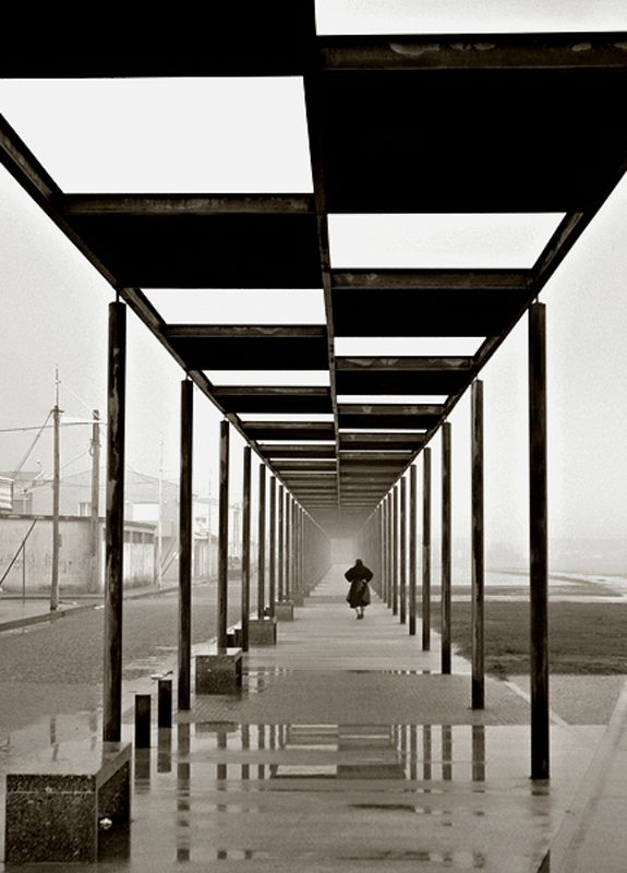 one point perspective photography --this place specializes in odd and beautiful perspective shots.