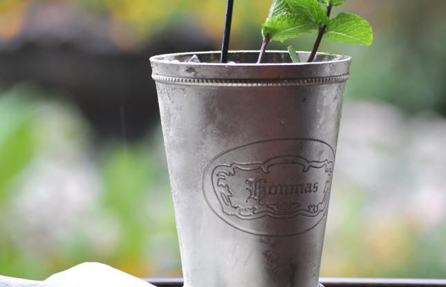 Mint Julep cocktail recipe from Houmas House Plantation in Louisiana - Get the recipe!!! #cocktails #mint #julep #