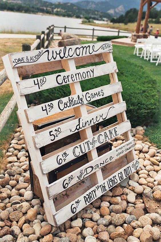 DIY wedding decoration! Get creative and write up your wedding schedule on a crate! Perfect idea for an outdoor wedding.