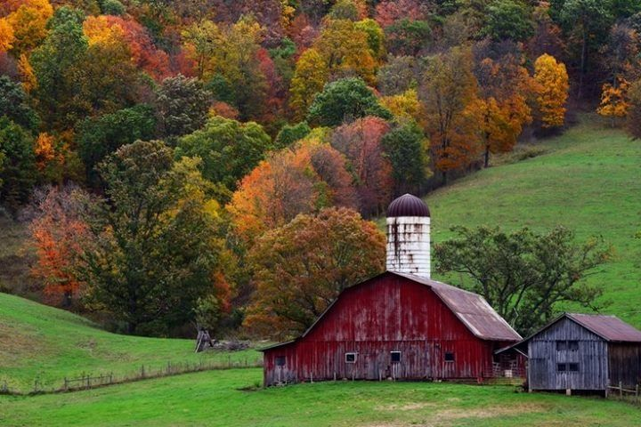 I Barns And The Beautiful Fall Colors Absolutely Love
