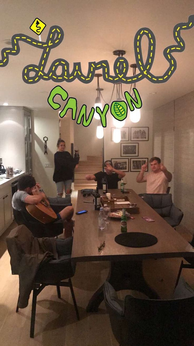 Niall last night with friends at his house