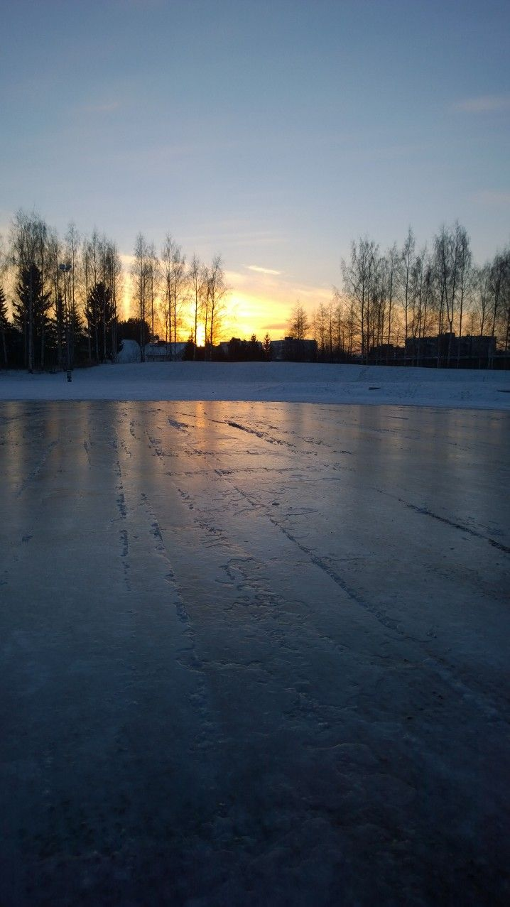 15.1.2014 Ice skating park and sunset in Helsinki Copyright © Virva Lehto 2014