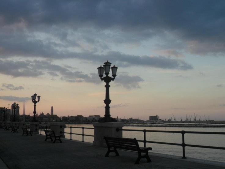 tramonto sul lungomare