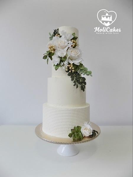 krémová a cukrové kvety  torta, svadobné
