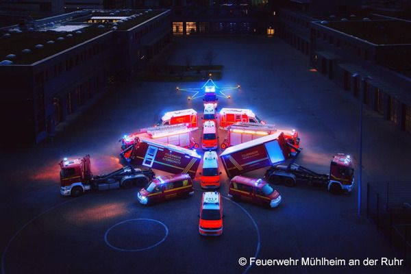 Viraler Post der Mülheimer Feuerwehr: Ein Fahrzeug-Weihnachtsbaum.