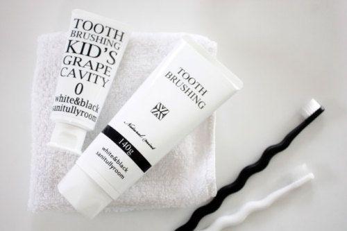 シンプル白黒デザイン 歯磨き粉 歯ブラシ WAGAYA (わがや) 日用品にもdesignを取り入れて生活感をなくしてスッキリと シンプルスタイリッシュ サニタリールーム.jpg