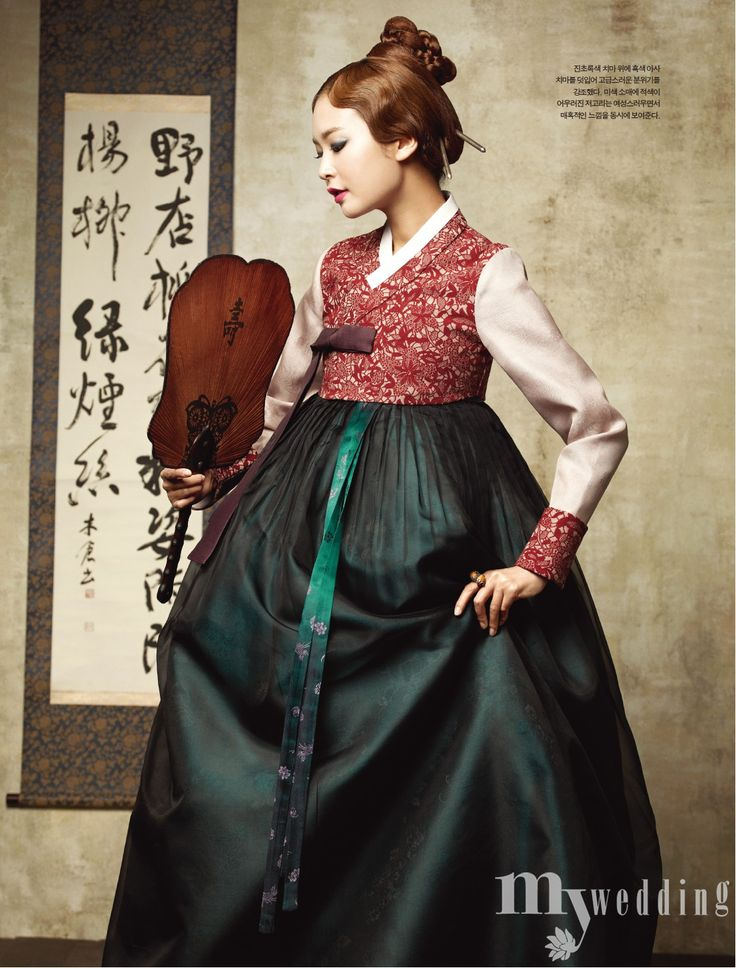 What a pretty hanbok. (Think I spelled it right!) The rich colors are exquisite. Modern or futuristic worlds, really liking putting this into a future setting...>)