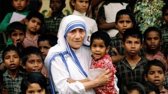 Dengan Keagungan, Bunda Teresa Dinobatkan Jadi Santa - Harian Luwak
