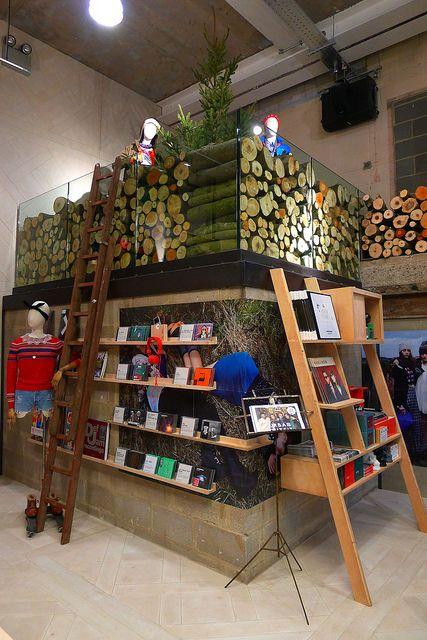 // urban outfitters // utilisation de coupe de bois, rappel de l'industrie forestière, chaleureux, masculin et naturel