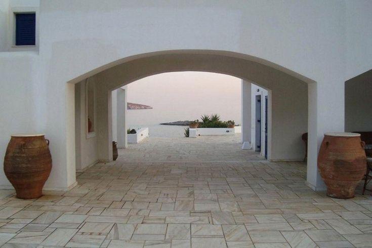Διώροφη εξοχική κατοικία στη Σύρο | vasdekis