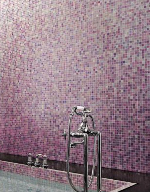 superbe mosaque rose et violet en petit carreaux pour une salle de bain girly et chic tout un carrelage lgant avec u touche de rose dans la dco