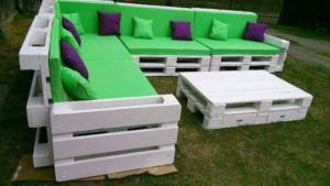 wooden-pallet-cushioned-couch
